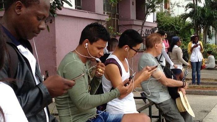 Los cubanos ya cuenta con acceso a internet desde sus celulares