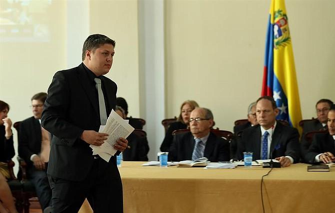 """VENEZUELA. El TSJ """"en el exilio"""" concluyó hoy en la capital colombiana la última audiencia del juicio por corrupción contra el presidente de ese país y se retiró a deliberar sobre el veredicto"""