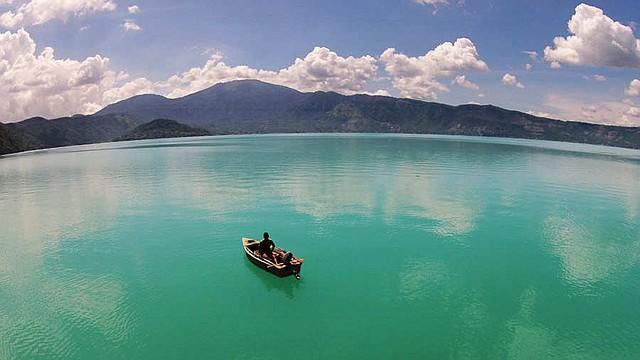 LAGO COATEPEQUE. El Ministerio de Medio Ambiente y Recursos Naturales salvadoreño tomará muestras del agua el jueves 16 de agosto
