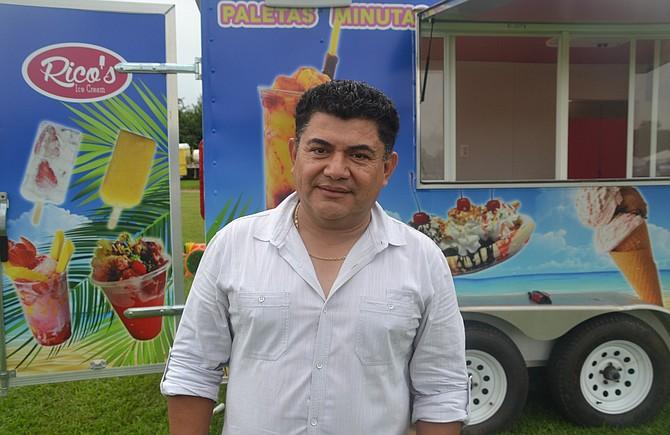 EMPRENDEDOR. Rigoberto Flores, propietario de JR Services un restaurante y camión de helados, dice que la visita de Bowser beneficiará a Intipucá.
