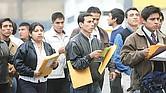 REALIDAD. Los jóvenes son uno de los grupos de población con mayores dificultades para insertarse en empleos formales en México.