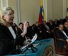 La fiscal general en el exilio, Luisa Ortega, expone su argumentos contra el presidente Nicolás Maduro ante los magistrados.