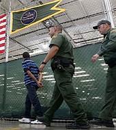 Niños migrantes han sido detenidos en México y Estados Unidos.