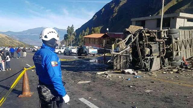ECUADOR -  Bus accidentado en Ecuador llevaba por lo menos 80 kilos de cocaína.