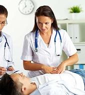 La atención médica es un derecho humano insisten los especialistas más jóvenes.