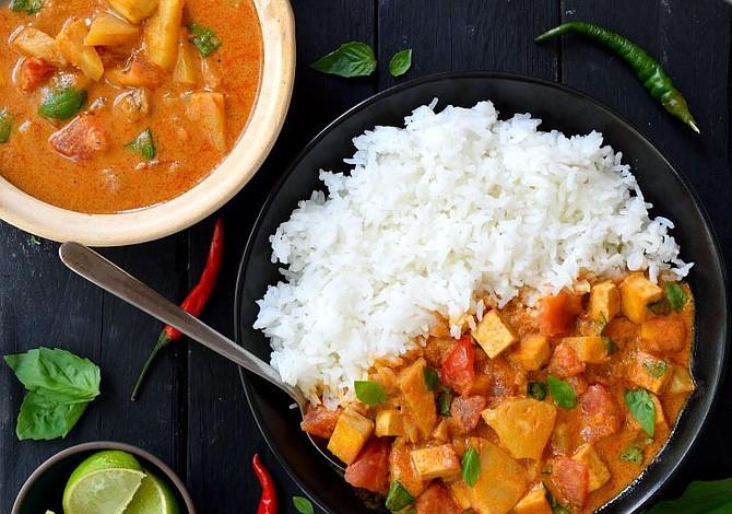 Vegetales al curry con leche de coco