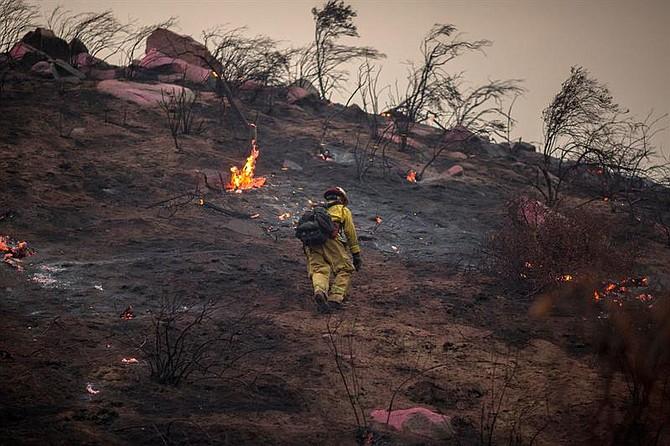 EE.UU. California también sufrió con los incendios forestales que se extendieron a más de 18.000 acres y desplazaron a 20mil personas