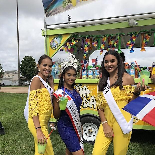 Soberanas del Reinado Anacaona - Kiara Jimenez, primera finalista, Ashley Piantini, reina 2018 y Yasnild Peguero, segunda finalista