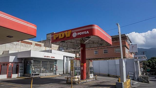VENEZUELA. Vista de una estación de servicio de la estatal Petróleos de Venezuela fuera de servicio