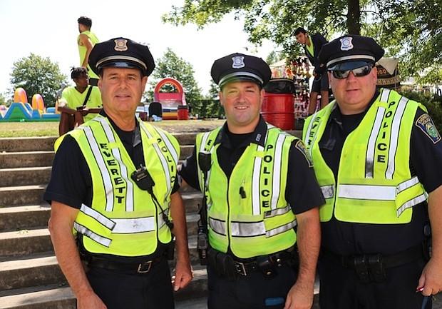 El Departamento de Policia de Everett apoya el Festival. El año pasado estuvieron el cpitán Rick Baster, John FitzPatrick y Joe Gaff