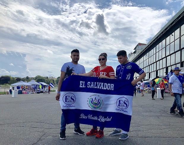 Orgullosos salvadoreños - Miguel Barrera, Norma Lemus y Vladimir Alvarado