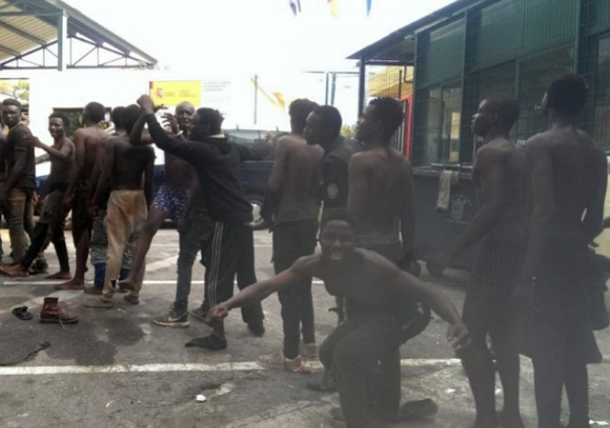 España expulsa a 116 migrantes hacia Marruecos