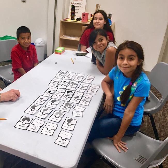 Matemáticas. Los niños aprenden las fracciones de una manera lúdica y con ayuda de materiales reciclados.