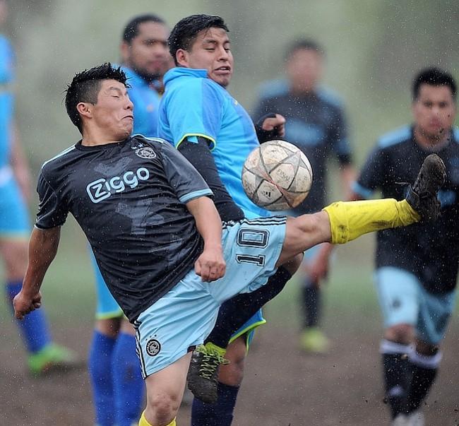Deportivo Siénaga venció a Deportivo Las Barracas 2-0 en las canchas de University Boulevard.
