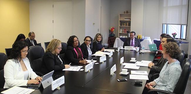 Delegación de El Salvador visitó centro de detención en Virginia