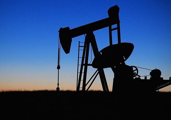 Aumento de la producción de petróleo de EE.UU. llenará el vacío de crudo iraní y venezolano