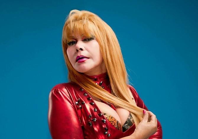 La Tigresa del Oriente le propone a Thalía cantar juntas