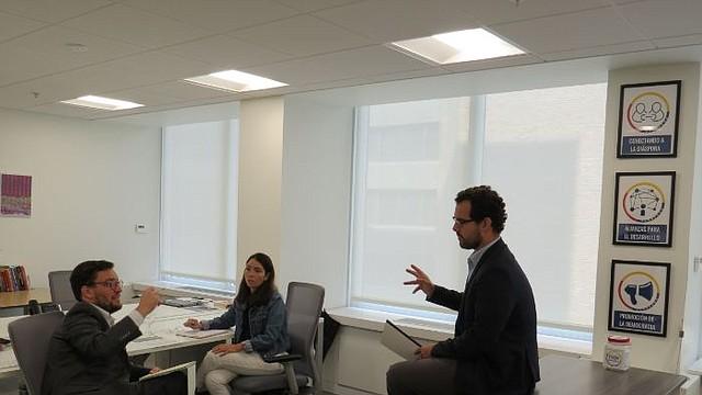 REUNIÓN. Parte del equipo de la organización discute la dinámica a seguir en la actividad del martes 4 de agosto