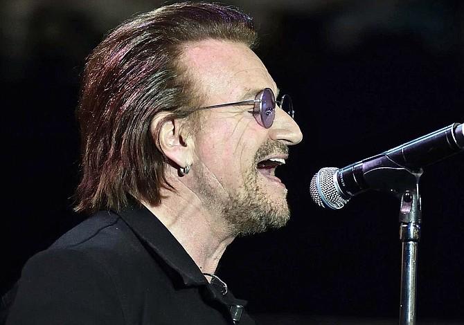 Bono pierde la voz durante un concierto y cancelan la presentación