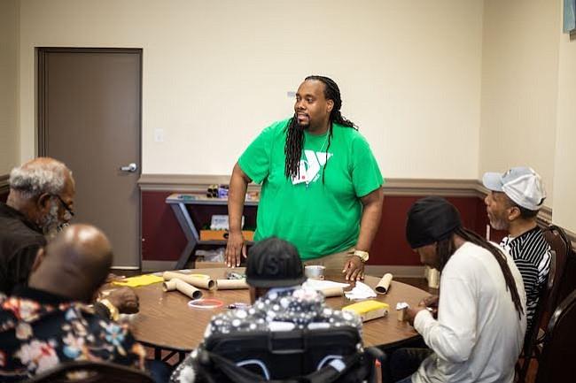 GRATIS. El programa STEM para los adultos es gratuito, el material y las tutorías las provee YMCA.