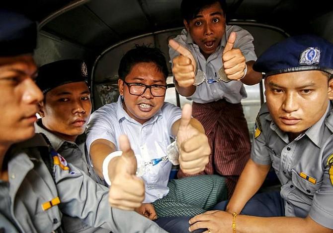 Dos periodistas de Reuters fueron sentenciados a la cárcel en Myanmar