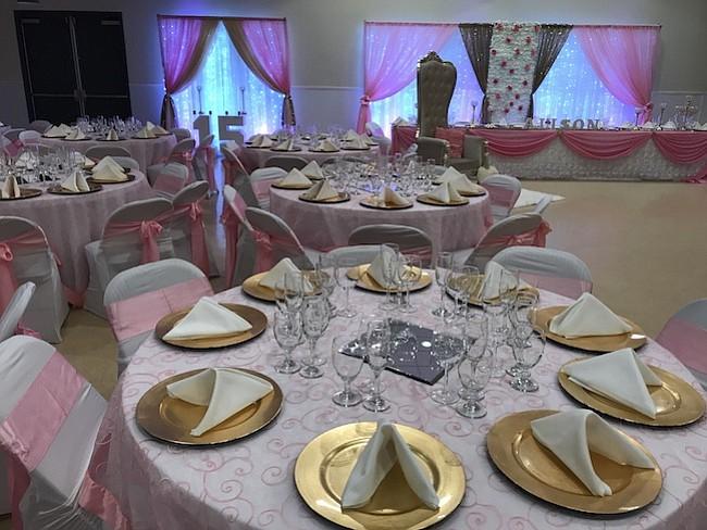 EVENTOS. Karla, se ha formado en cursos especializados para decoración y dirección de todo tipo de evento y puede hacer fiestas hasta para 2.000 personas.
