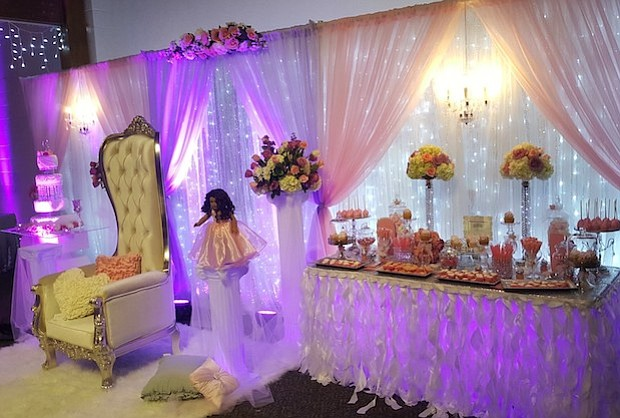 INICIOS. La idea del negocio comenzó hace ocho años, cuando los invitados quedaron impresionados de la decoración que Reyes había hecho para su propia boda.