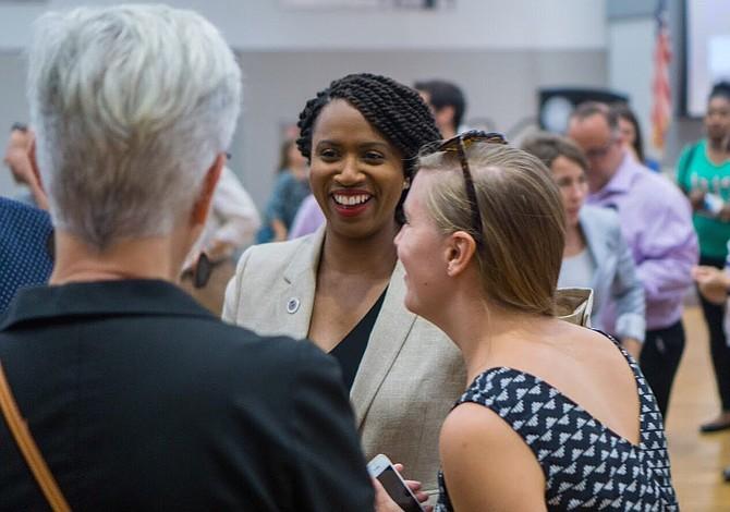 Ayanna Pressley derrota en las primarias de Massachusetts al demócrata Capuano