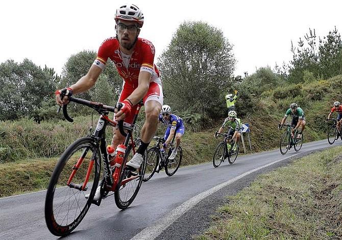 Nuevo líder de la Vuelta a España aventaja por 3 minutos a los colombianos