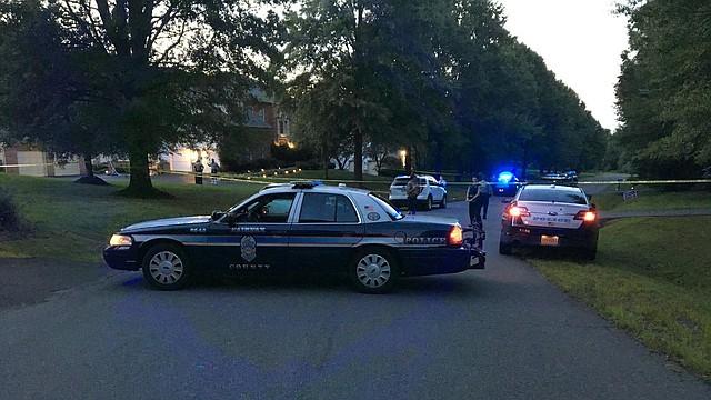 SUCESO. Las autoridades aún no han ofrecido un motivo para el presunto asesinato-suicidio.