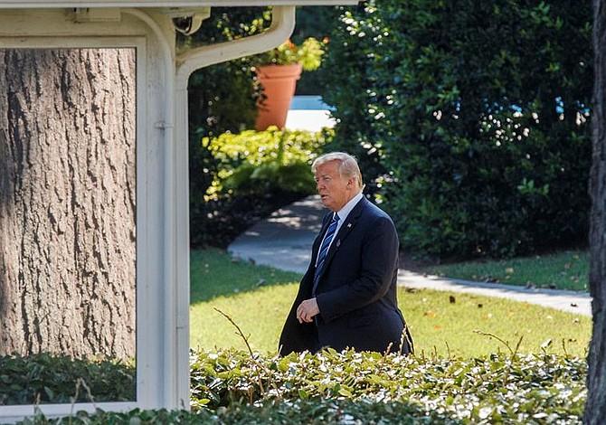 Trump quiere que Sessions descubra quién escribió la columna de opinión en su contra