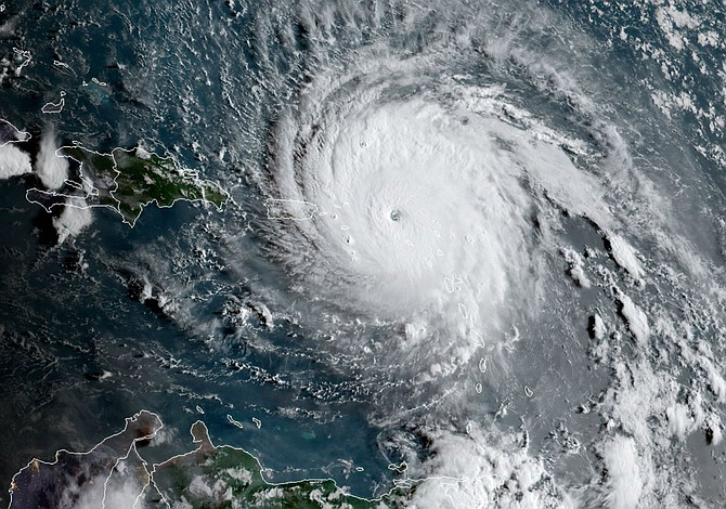 Florence amenaza con retomar fuerza ciclónica