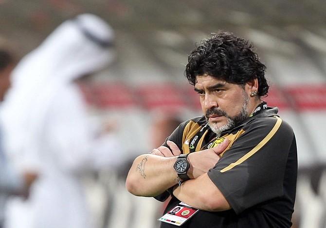 Maradona llega a los Dorados entre memes y risas