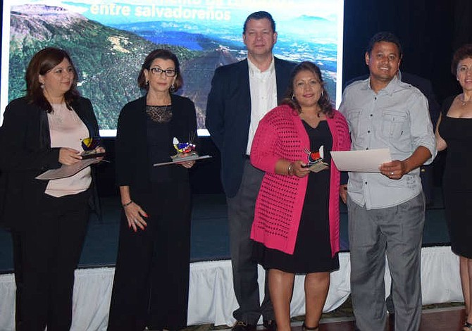 Banco Agrícola se reúne con salvadoreños en Estados Unidos