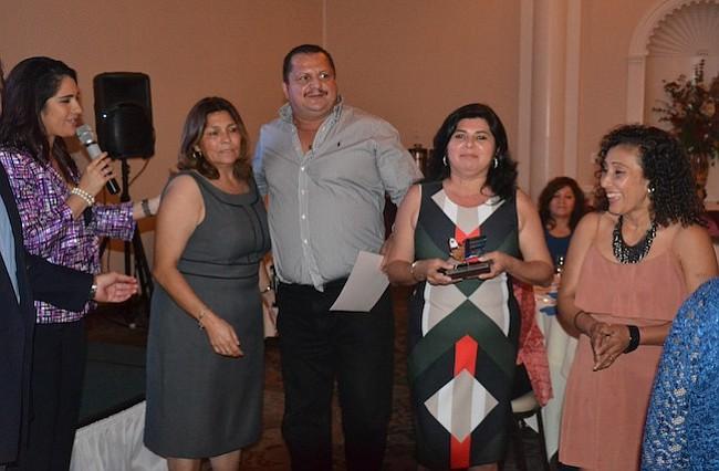 Salvadoreños del área invierten en educación en su país