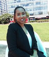 """Premio. Ja'Bette Lozupone se hizo merecedora al reconocimiento """"40 under 40"""", que se entrega a la mujeres menores de 40 años defensoras y comprometidas con la educación."""