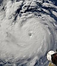 TIEMPO. Imagen que muestra al huracán Florence aproximándose a Carolina del Norte y Carolina del Sur, en la costa sureste de Estados Unidos, el 10 de septiembre de 2018