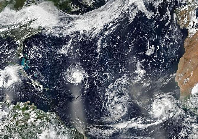 Huracán Florence se acerca a las Carolinas y amenaza con provocar terribles inundaciones