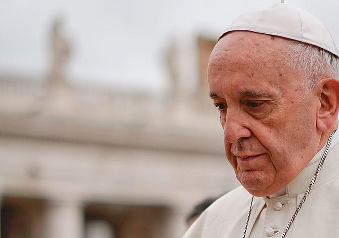 Obispos de EEUU irán a un Vaticano sumido en nubes negras