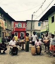 MARIMBA. El jueves 11 de octubre el Smithsonian Folklife Festival presenta a Río Mira en el Tropicalia Lounge.