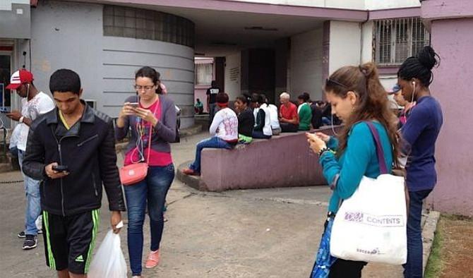 Empresa telefónica en Cuba falla nuevamente prueba de acceso a Internet a través de celulares
