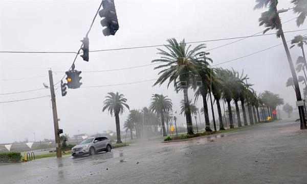 Evacuan a más de un millón de personas por huracán Florence