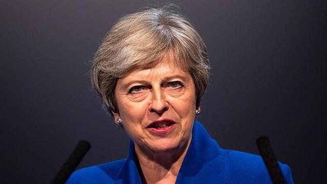 """REINO UNIDO. La primera ministra británica, Theresa May, durante su discurso en la cumbre """"Zero Emission Vehicle"""" (Vehículos de Emisión Cero), en Birmingham, el 11 de septiembre de 2018"""