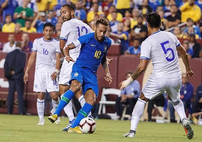 Este seleccionado se quedó con la camiseta de Neymar