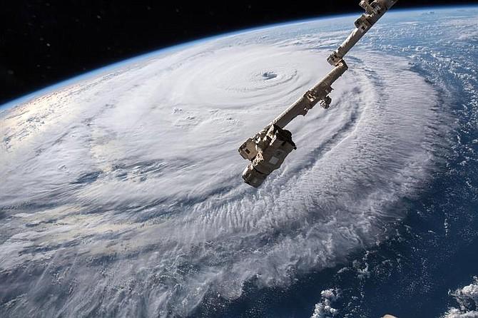 CLIMA. Fotografía que muestra al huracán Florence, de categoría 4, sobre el océano Atlántico, el 12 de septiembre de 2018