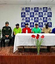 COLOMBIA - La entrega de las personas secuestradas fue hecha a una comisión humanitaria.