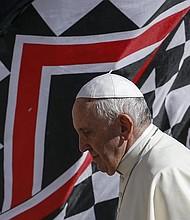 EE.UU.  El papa Francisco llega a su audiencia general en la Plaza de San Pedro del Vaticano, en la Ciudad del Vaticano
