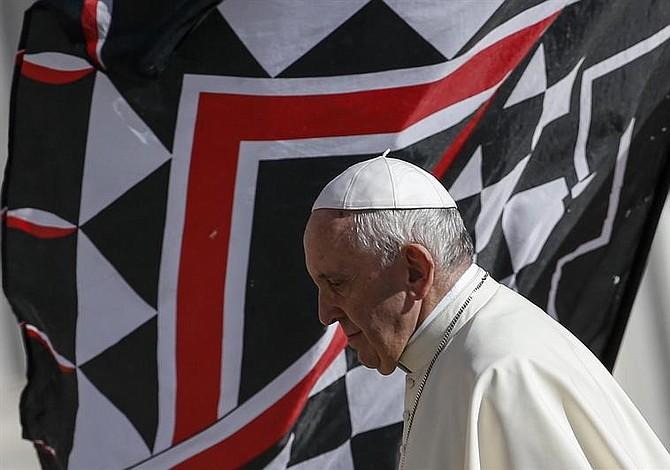 Papa acepta renuncia de obispo instruido para conducir en investigación sobre acoso sexual de adultos
