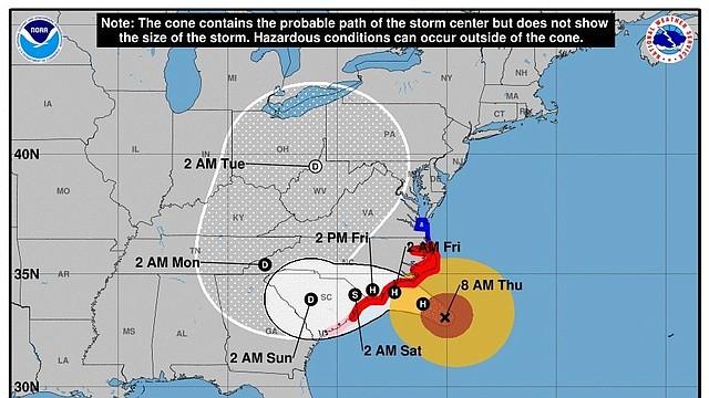 TIEMPO. Imagen cedida el jueves 13 de septiembre de 2018 por el Centro Nacional de Huracanes (NHC) que muestra el pronóstico de cinco días del huracán Florence, casi a su llegada a la costa este de Estados Unidos