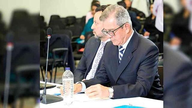 JUSTICIA. General en retiro Mario Montoya en las instalaciones de la Jurisdicción Especial para la Paz (JEP) en Colombia